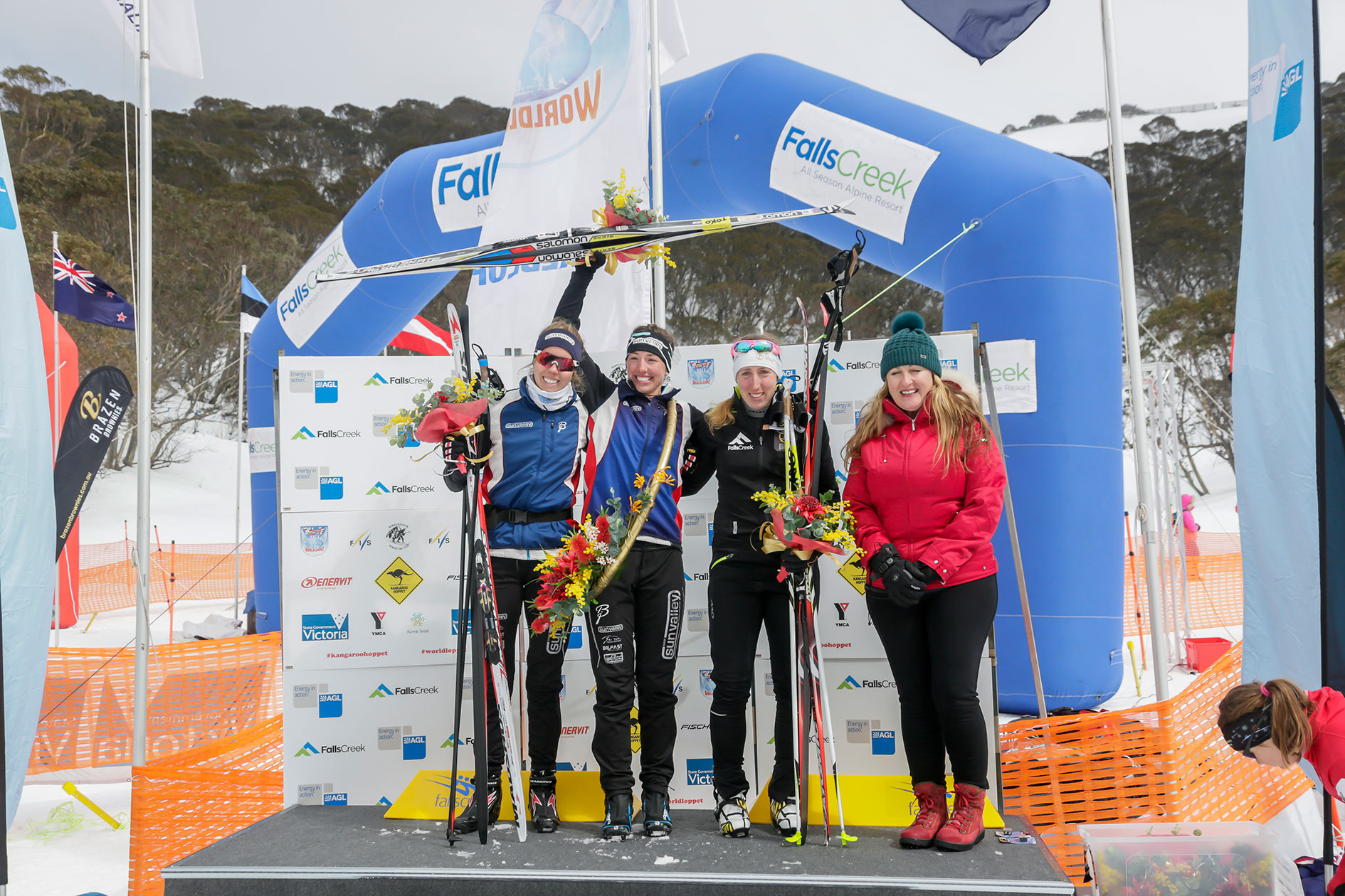 16WomenPodium